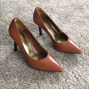Size 5 barely worn! Ralph Lauren heels w gold trim